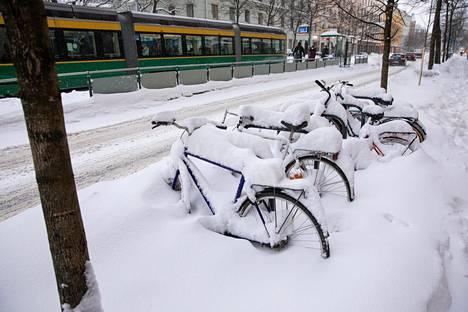 Helsingissä täytyi huhkia jo ennen pyörän päälle nousua.