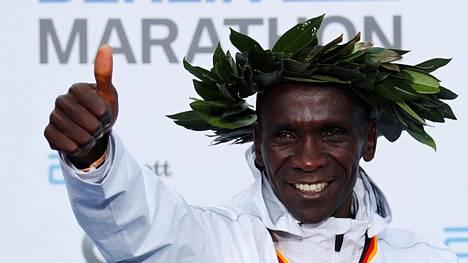 Suomalaisen huippumanagerin arvio: Maratonin tuore ME-mies tienasi Berliinissä jättipotin