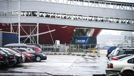 Auto Tallinnaan
