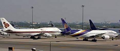 Thai Airlines lensi eilen 30 konettaan pois piiritetyltä Suvarnabhumin kansainväliseltä lentokentältä muille kentille Thaimaassa, sillä Bangkokin kentän avaamiseen menee vielä ainakin viikko.