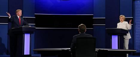Donald Trumpin ja Hillary Clintonin väittelystä tuli odotetusti tulikuuma.
