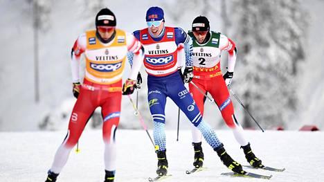 Jos Johannes Hösflot Kläbo (edessä), Iivo Niskanen ja Emil Iversen olisivat viime sunnuntaina Kuusamossa hiihtäneet muilla kuin fluoriluistovoiteilla, kilpailu olisi tarvinnut enemmän tv-aikaa.