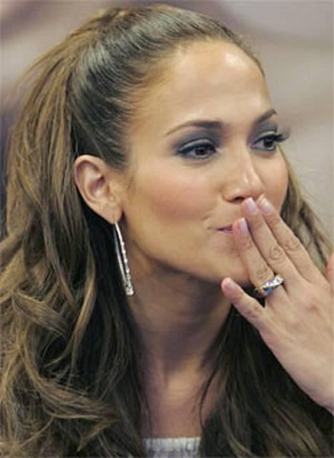 Supertähti Jennifer Lopez tietää, kuinka raskasta julkkiksen elämä voi olla.