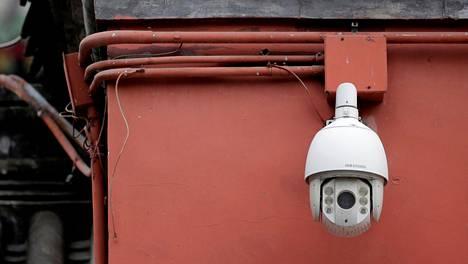 Nyt mustalle listalle joutuneen Hikvisionin valvontakamera tarkkaili ympäristöään Pekingissä heinäkuussa.