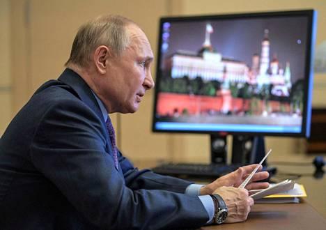 """Vladimir Putin pitää keskiviikkona maansa parlamentin molemmille kamareille linjapuheen, jota on jo etukäteen hehkutettu erittäin tärkeäksi ja """"uuden ajan"""" aloittavaksi puheeksi."""