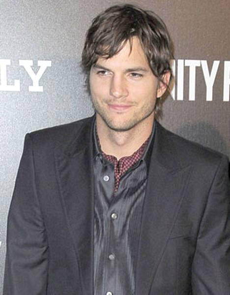 Ashton Kutcher pääsee litteiden varpaidensa ansiosta sijalle neljä.