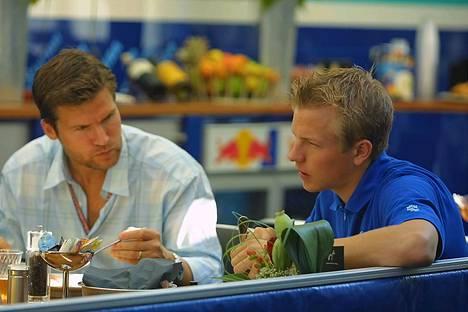 Steve Robertson on Kimille kuin toinen isä. Hockenheim, Saksa 27. heinäkuuta 2001.