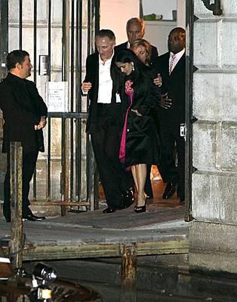 Salma Hayek ja hänen miehensä François-Henri Pinault järjestivät hulppean hääjuhlan.