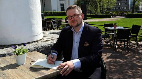Antti Mustakallio on tietääkseen Suomen ainoa freelance-puheenkirjoittaja.