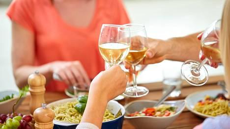 Vihreän keittiön antimille tarvitaan tarpeeksi täyteläinen viini.