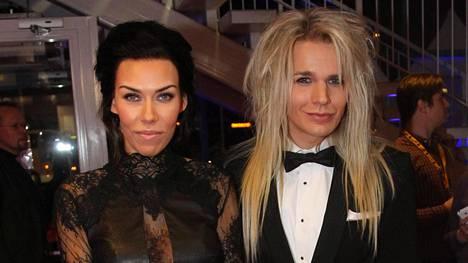 Reckless Love -yhtyeen laulaja Olli Herman ja hänen vaimonsa Noora Kosunen avioituivat 2012.