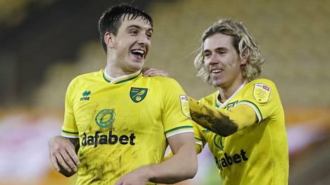 Jordan Hugill (vas.) juhli toista maaliaan Bristol Cityn verkkoon.