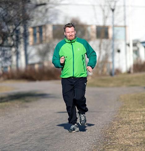Juoksussa suhteellinen hapenottokyky ratkaisee. Sitä voi parantaa paitsi juoksulla tai muulla kestävyysliikunnalla myös pudottamalla esimerkiksi 5–10 prosenttia painoa, jos vaakalukemat ovat lipsahtaneet ylipainon puolelle.
