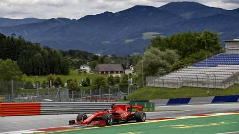 F1-kausi alkaa Itävallasta. Kuvassa Vettel harjoituksissa Red Bull Ringin radalla.