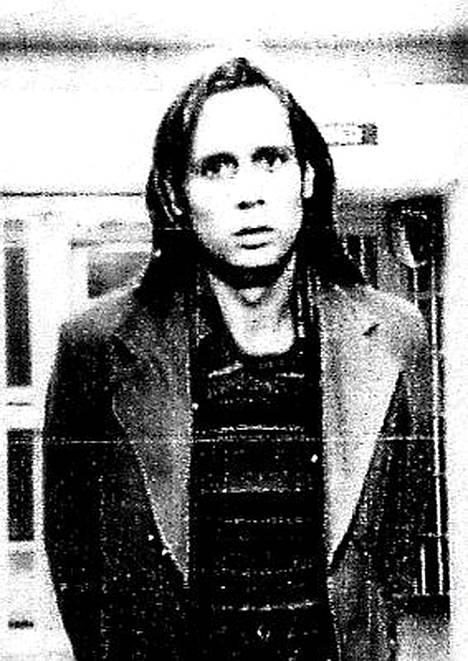 Phillip Garrido Nevadan poliisin pidätyskuvassa marraskuussa 1976. Garrido sai tuolloin syytteet kasinotyöntekijän sieppauksesta ja raiskauksesta.