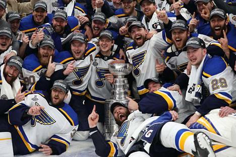St. Louis Blues voitti Stanley Cupin. Seuran kykyjenetsijä Timo Koskela katsoi ratkaisevan ottelun kotonaan Tampereella.