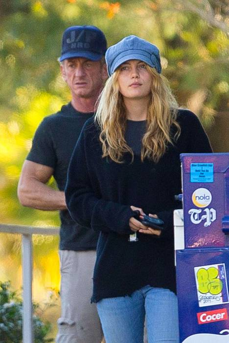 Sean Penn meni salaa naimisiin rutkasti nuoremman näyttelijätyttöystävänsä kanssa.
