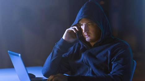 Kiristyshyökkäyksiä yrityksiin tekevät verkkorikolliset soittelevat nykyään myös perään.