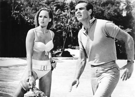 Sean Connery antoi kasvot James Bondille. Kuva elokuvasta James Bond ja Tohtori No. (1962).