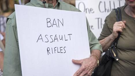 Floridassa osoitettiin mieltä aseväkivaltaa vastaan 19. helmikuuta 2018.