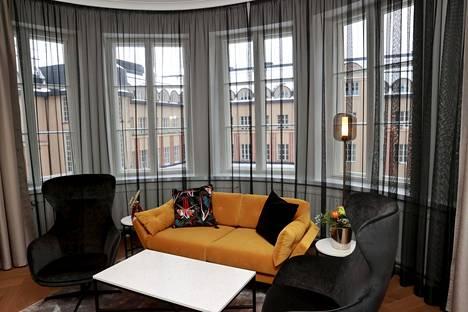 Tämän huoneen nähtävyys on kaari-ikkuna. Kuvassa Superior plus -huone.