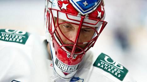 Niklas Bäckström, 40, debytoi Tapparassa – pääsi heti näpäyttämään HIFK:ta nollapelillä