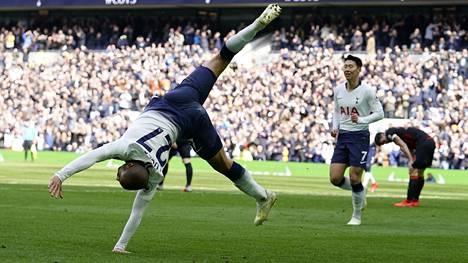 Lucas Moura mätti Tottenhamin uuden stadionin ensimmäisen hattutempun