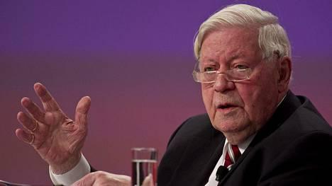 Saksan entinen liittokansleri Helmut Schmidt on kuollut.