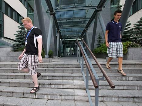 Microsoftin työntekijät poistuvat työpaikaltaan Oulussa viime heinäkuussa. Yhtiö oli viime vuoden suuria irtisanojia Suomessa.