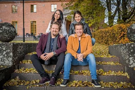 Sami Hedberg ja Saija Tuupanen kertovat elämästään Mikko Kuustoselle ja Hanna Brotherukselle Kimpassa-sarjassa.