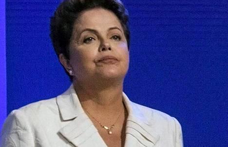 Brasilian nykyinen presidentti Dilma Rousseff (kuvassa) on vankistanut asemiaan presidentinvaaleissa vastustajaansa Aecio Nevesiin nähden.