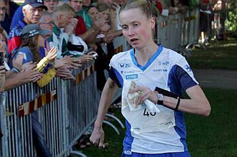 Heli Jukkola jäi maailmanmestaruuden voittaneesta Simone Nigglistä 1.05 minuuttia.