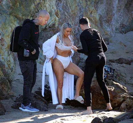 Kim kuvattiin edellisviikolla rantakuvauksissa.