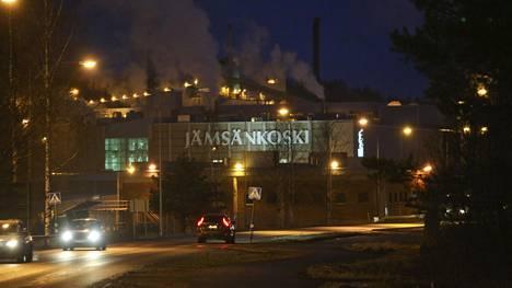 UPM:n paperitehdas Jämsänkoskella.