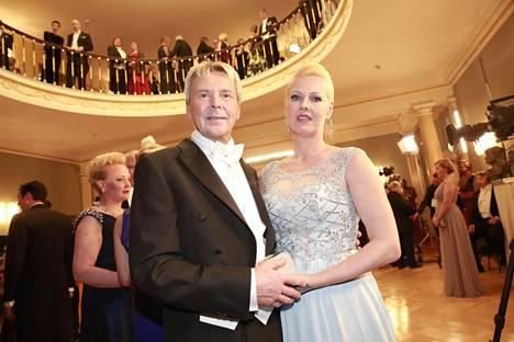 Matti Nykänen ja Pia saivat kutsun tasavallan presidentin itsenäisyyspäivän vastaanotolle vuonna 2015.