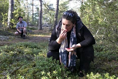 Leslie Hottiaux on syönyt puolukkahilloa, joka poikakaverin suomalainen isä tuo joka vuosi lahjaksi.