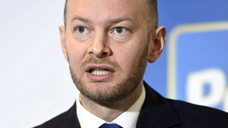 Perussuomalaisten Sampo Terho tyrmää kaavailut perhevapaauudistuksesta.