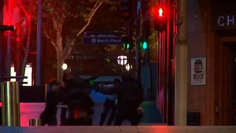 Sydneyn panttivankitilanne päättyi poliisin rynnäkköön