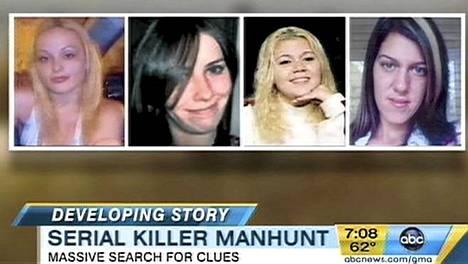 Ensimmäiset löydetyt uhrit: Melissa Barthelemy, Maureen Brainard-Barnes, Megan Waterman, Amber Lynn Costello.
