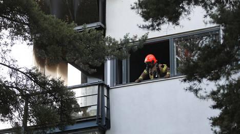 Asunto tuhoutui tulipalossa täysin.