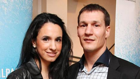 Amin Asikainen on hermostunut ex-vaimonsa Nilüfer Asikaisen antamasta avoimesta erohaastattelusta.