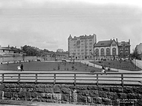 9. Tokanpuisto eli nykyinen Telakkapuisto vuonna 1912.