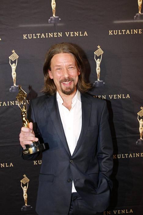 Tommi Eronen voitti parhaan miesnäyttelijän palkinnon Kultainen Venla -gaalassa Koukussa-sarjasta.