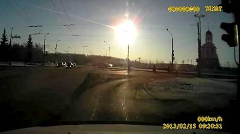 Meteori näkyi kirkkaana valopallona taivaalla 15. helmikuuta.