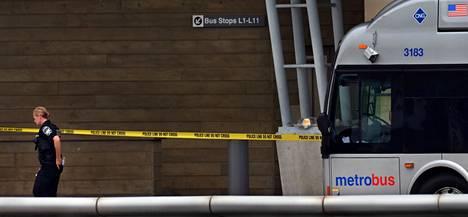 Pentagonin johtajan Woodrow Kussen mukaan viranomaiset eivät aktiivisesti etsi ketään. Liittovaltion poliisi FBI on mukana tapauksen tutkinnassa.