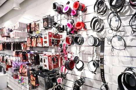 Myös Hot Lipsin myymälässä on laaja valikoima erilaisia kahleita.