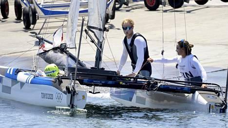 Akseli Keskisen ja Sinem Kurtbayn olympiaregatta nacra 17 -luokassa päättyi sunnuntaina. Nousujohteisesti purjehtinut duo sijoittui lopulta 13:nneksi.