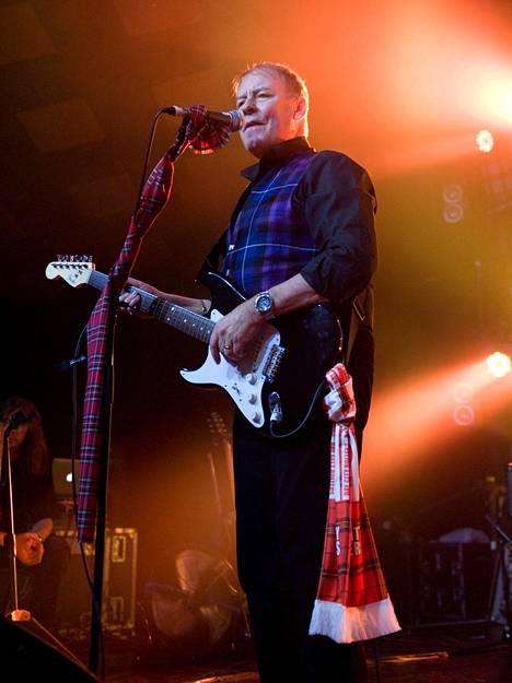 Alan Longmuir esiintymässä vuonna 2015.