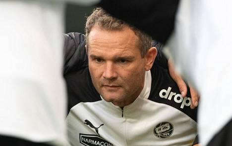 Jonatan Johansson tuli TPS:n valmentajaksi kesken kauden ja sai käännettyä joukkueen kurssia.