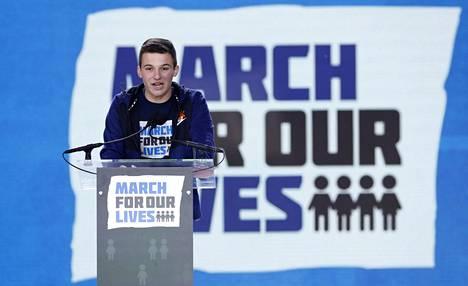 Kuolleiden luokkakaveri Cameron Kasky perusti Never again MSD -järjestön.